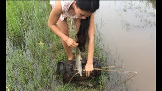 Amazing girl Fishing, Khmer Real Life Fishing At Siem Reap Cambodia