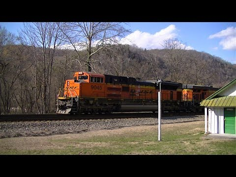 BNSF Leads NS 217 with nice Horn Salute from Engineer