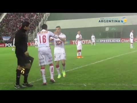 ¡No aguantó y se quebró! Diego Mendoza volvió a jugar luego del accidente