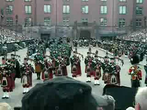 A14 Massed Bands Of Pipes & Drums