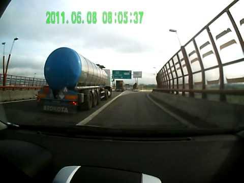 Dangerous Female Driver in Bratislava - Nebezpečná vodička v Bratislave
