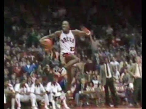 new styles cf1e4 dde60 Michael Jordan - 45 points / crazy dunks [Cavaliers @ Bulls] (1984)