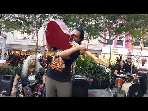 amr diab wallah wallah &cikmek molek versi rock dari Sentuhan buskers,solo mengigit
