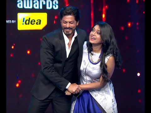 Thumbnail: Antara Mitra Shakes A Leg With Shahrukh Khan At The Royal Stag Mirchi Music Awards