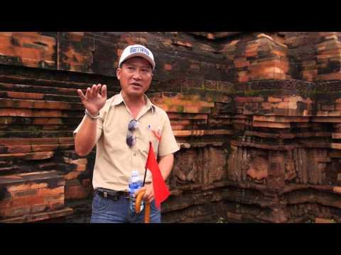 Le guide / MC de Mỹ Sơn