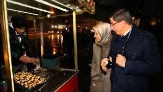 Başbakan Davutoğlu, eşiyle Beşiktaş'ta yürüdü
