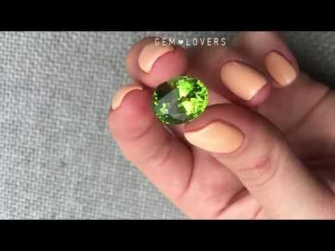 Зеленый камень хризолит 10,78 карата
