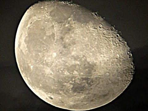 Moon -  Panasonic Lumix DMC FZ1000 Zoom Test