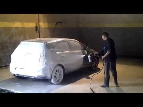 Lavage auto avec canon a mousse idrobase