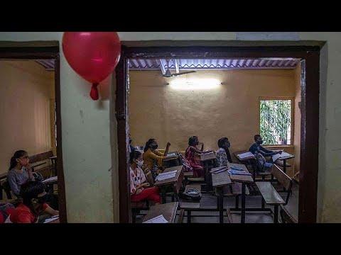 شاهد: المدارس الابتدائية تفتح أبوابها  في بنغالور بالهند بعد إغلاق لمدة 18 شهرًا