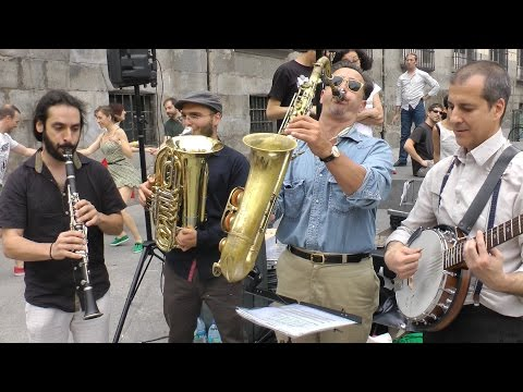 "Madrid Hot Jazz Band: ""Four Or Five Times"" - Busking in Madrid"