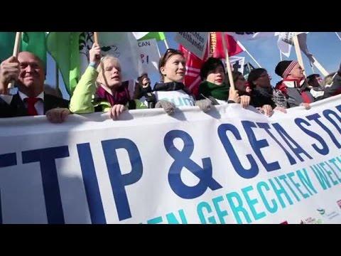 """Verfassungsbeschwerde """"Nein zu CETA"""" / Aktionsbündnis aus Campact, foodwatch und Mehr Demokratie startet Bürgerklage gegen Freihandelsabkommen zwischen EU und Kanada"""