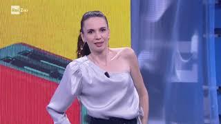 Https://www.raiplay.it/programmi/unapezzadilundini - emanuela fanelli rallegra il pubblico di ''una pezza lundini'' con un eccezionale numero stand-up ...