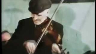 Masterful Donegal Fiddle playing! John Doherty plays The Hare and the Hounds