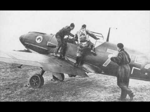 Messerschmitt Bf  109 engine start-up (PLAY LOUD !)