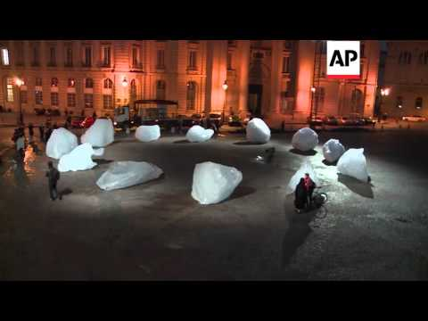 France - Artist brings ice blocks from Greenland | Editor's Pick | 03 Dec 15