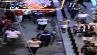 Beyoğlunun sokaklarında direnişçilere saldıran bir grup