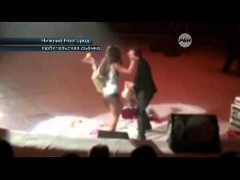 Нападение озабоченного поклонника на Нюшу попало на видео