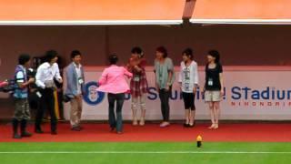 試合前のメインスタンド下で静岡各局の女子アナが取材?