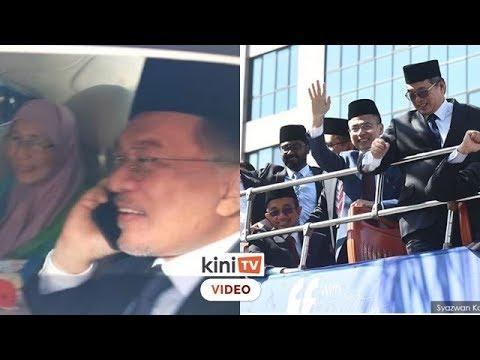 """Anwar, MP PKR keluar istana dengan gembira, laung """"Anwar PM8"""""""