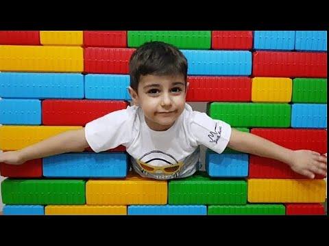 Çınar Efe kendine yeni ev yaptı. Color brick block house toy fun kids videos.