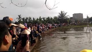 Đi cầu Tùm trò chơi truyền thống độc đáo tại Thôn thiệu -Vĩnh Lập( Hải Dương)