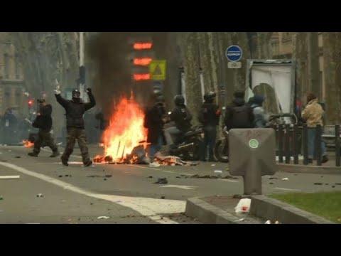 """""""Gilets jaunes"""": premières violences à Toulouse pour l'acte 11"""