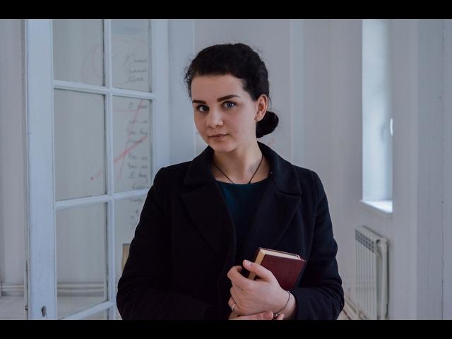 Изображение предпросмотра прочтения – МиленаКуксина читает произведение «Лиличка! (Вместо письма)» В.В.Маяковского