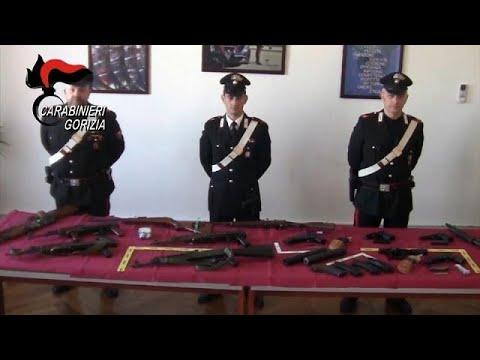 Trovato arsenale di armi da guerra nell'auto di un bosniaco sull'A34