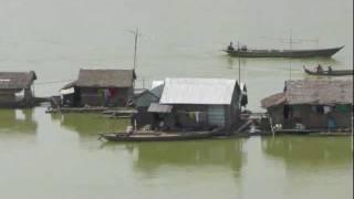 Fishing with bamboo techniques in the Mekong in Cambodia