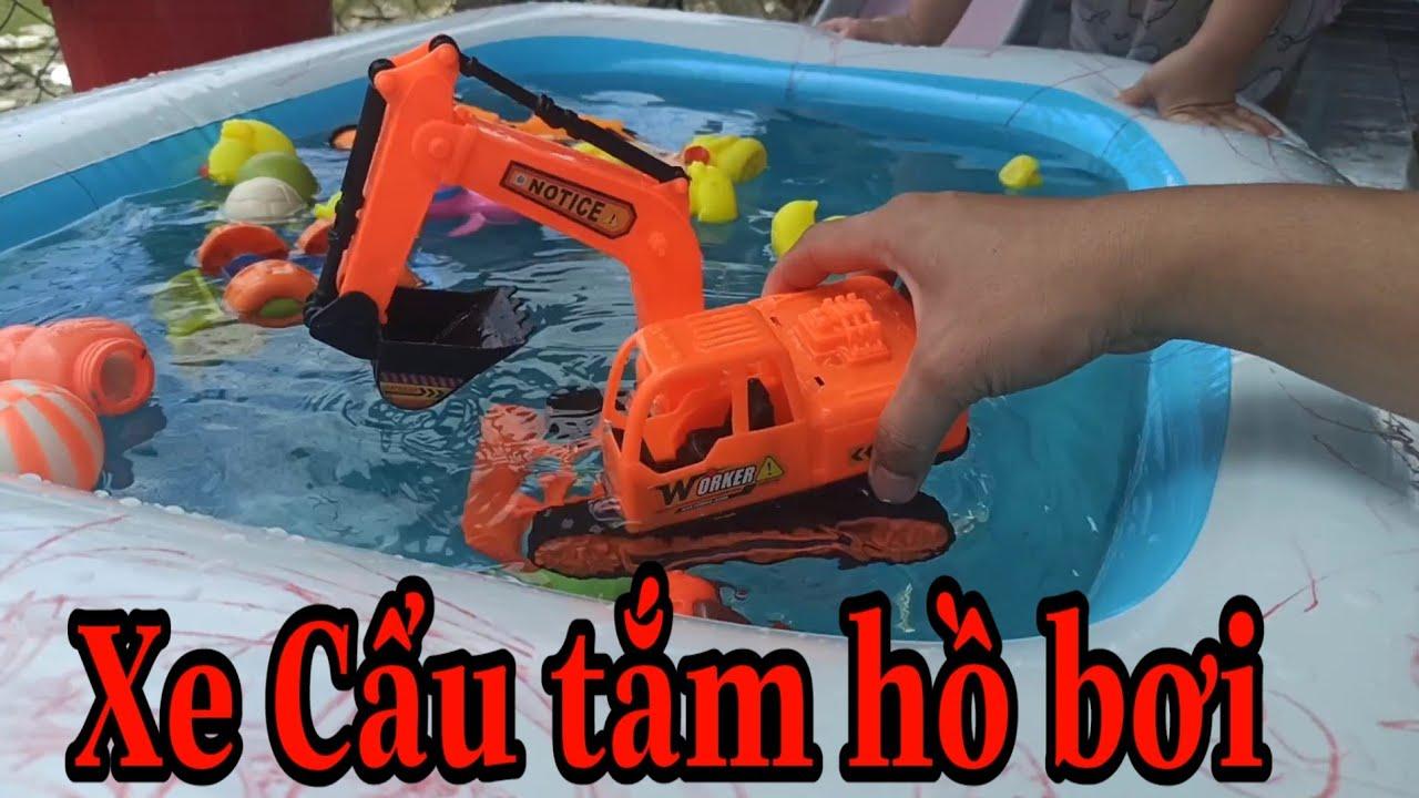 XE CẨU MÁY XÚC, ô tô tắm hồ bơi