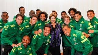 Dilma recebe jogadores da seleção brasileira no Palácio da Alvorada