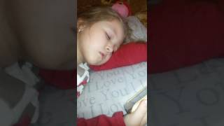 Сплять втомлені іграшки й дітки сплять