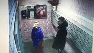 Зашёл в лифт за ребёнком