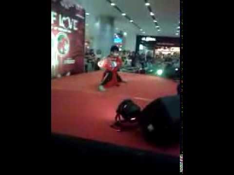 perguruan kungfu Naga Merah (atraksi carrfour Medan) - YouTube