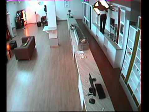 Trộm 3 TV chỉ trong 20 giây