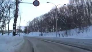 雪道の登り坂で横滑り thumbnail