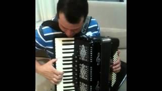Baiano tocando sanfona