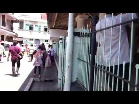 Azan berkumandang di Masjid Agung Ampel