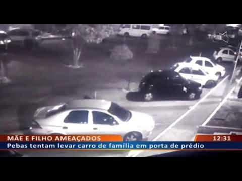 DF ALERTA - Pebas tentam levar carro de família em porta de prédio