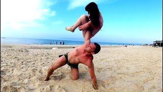 Удивил Всех на Пляже Упражнениями Силачей Прошлого!