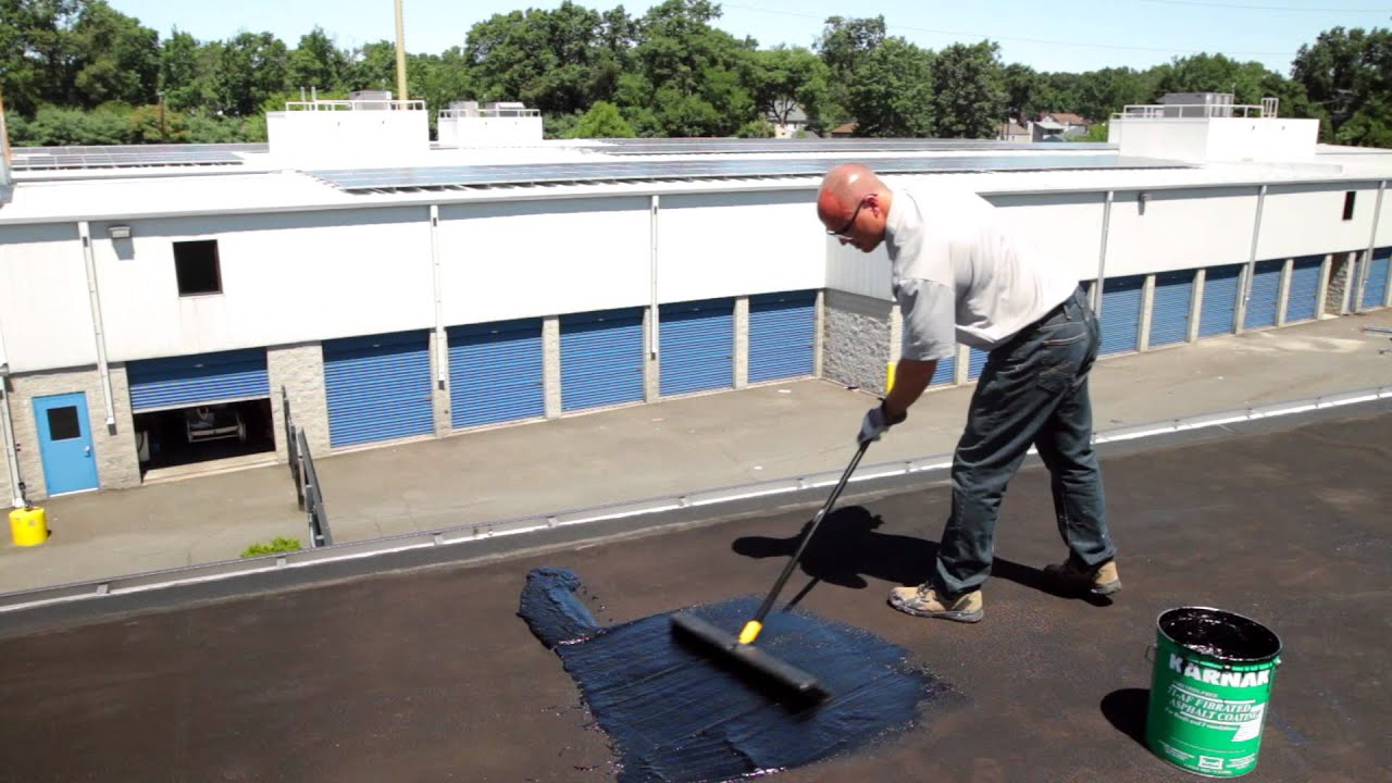 How to apply a fibered roof coating on a flat roof - Karnak 71 Roof