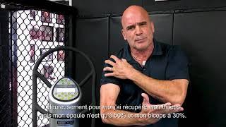 Bas Rutten (MMA) étirement pectoraux biceps et triceps sur Power Plate