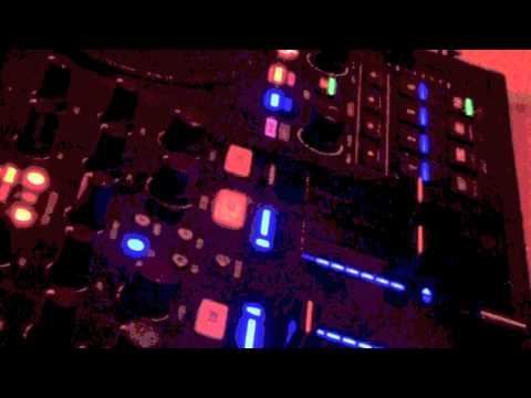 DJ Loafer Mix down on Traktor S4
