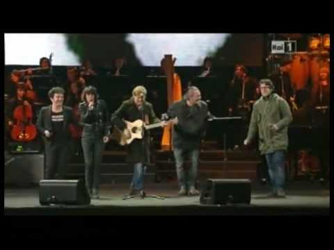 4 marzo 2013 Stefano Ligi sul palco di Piazza Grande per Lucio Dalla con Bersani, Carboni e Ron