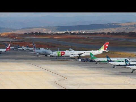 Três Aviões de grande porte pousando no Aeroporto de Confins