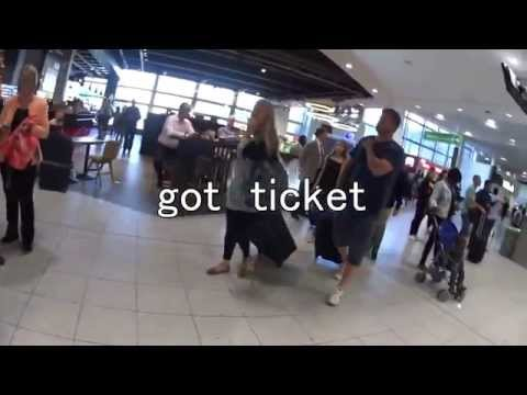 London Gatwick Airport  how to go to the station ガトウィック空港での電