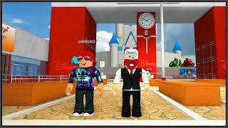 The STREET KID took his SON to DISNEY world (STORY on ROBLOX)