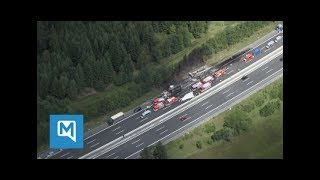 Auf der A9 in Richtung Süden hat sich bei Münchberg ein schweres Bu...
