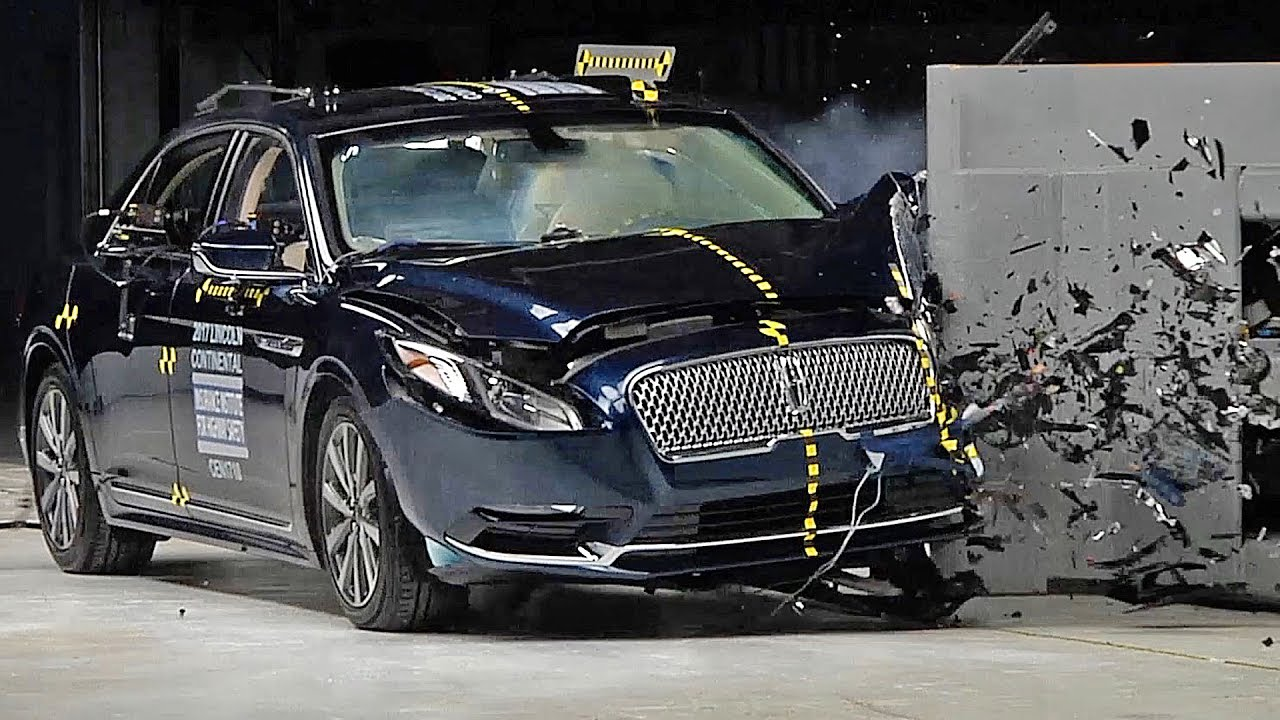 Lincoln Continental 2017 Crash Test Youtube